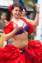 tancerka w specjalnym stroju