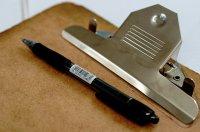 Długopis na teczce